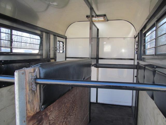 1989 Kingston Trailers Inc. Thoroughbred Deluxe with DR Horse Trailer
