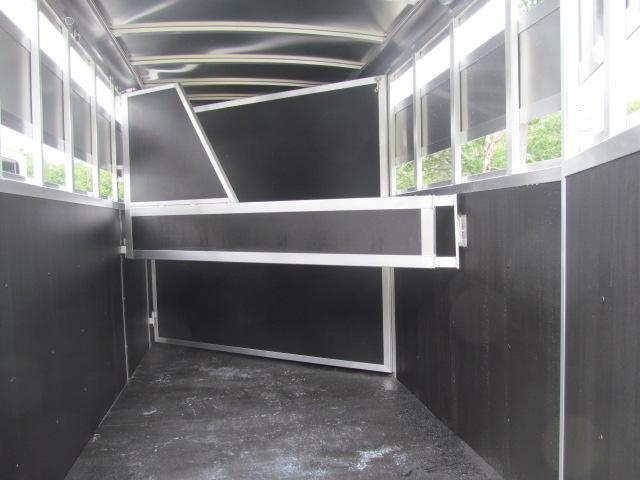 Shadow  Stablemate 2H Slant BP Stock Combo Horse Trailer