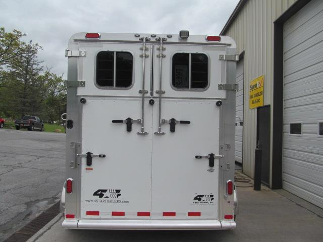 4-Star Trailers 2H Runabout GN w Dressing Room Horse Trailer