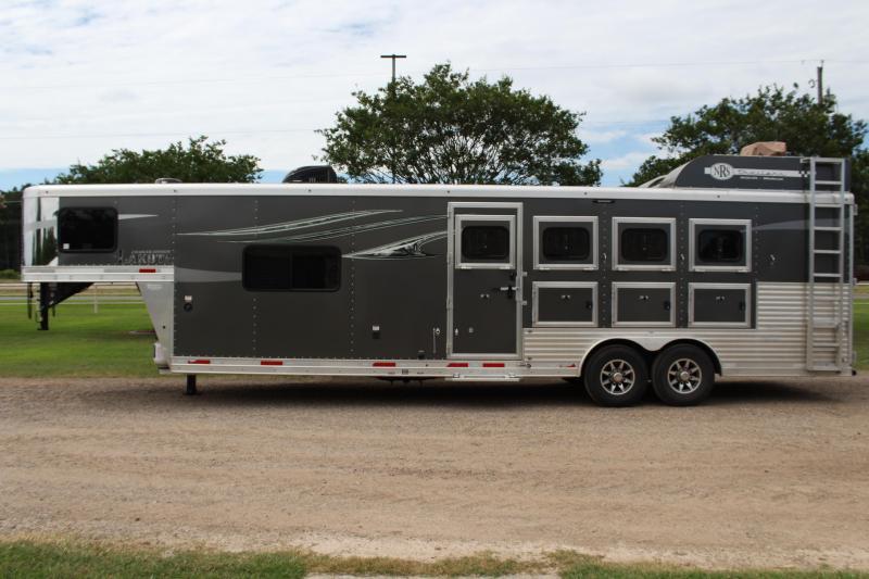 2019 Lakota 4 Horse 11ft LQ with Portable Generator