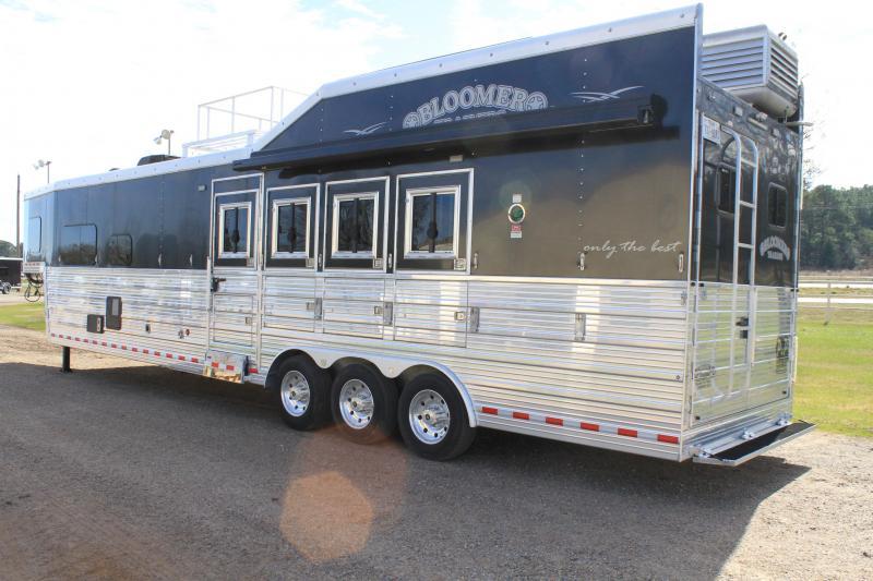 2017 Bloomer 4 Horse Side load / 15' Outlaw LQ
