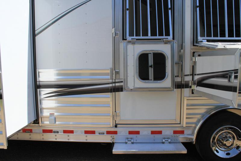 2020 Elite Trailers 3 Horse 15ft Shortwall with Slide Out Horse Trailer