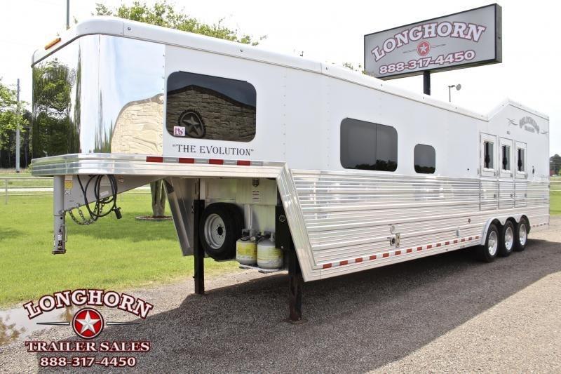 2018 Bloomer 3 Horse 13.8ft Shortwall Side Load