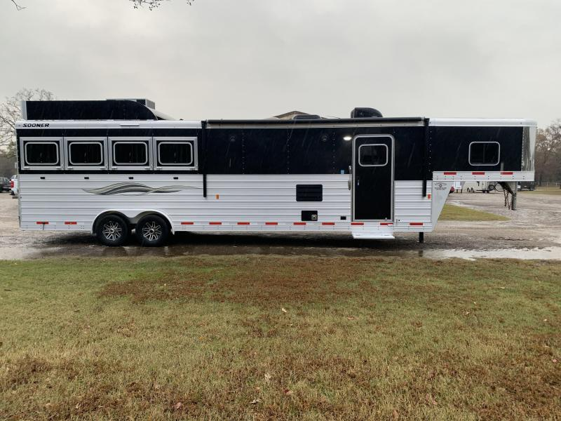 2019 Sooner 4 Horse 13ft Living Quarter with Generator Horse Trailer