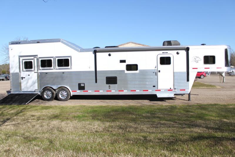 2021 Sooner 3 Horse 16ft LQ Side Load with Integrated Haypod Horse Trailer