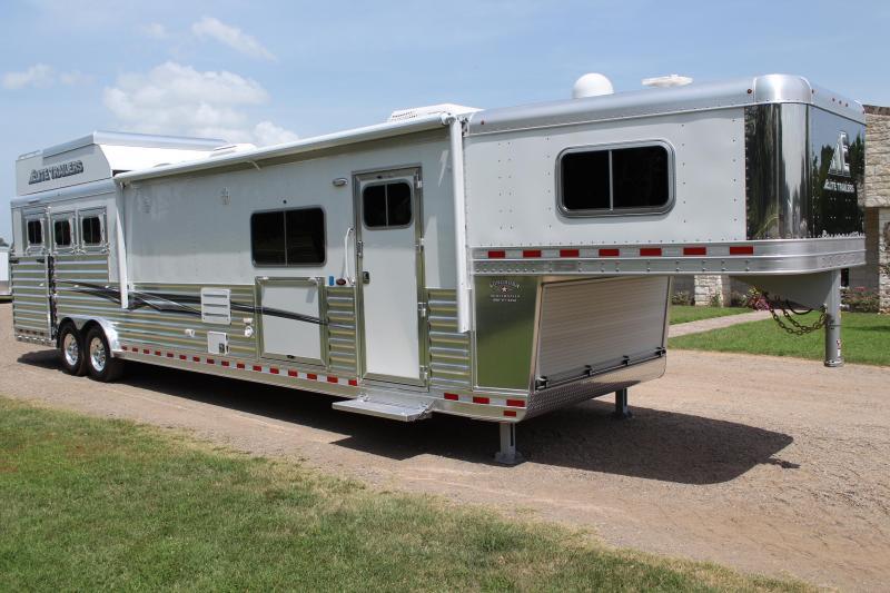 2020 Elite 3 Horse 16.8ft LQ Side Load Slide Out