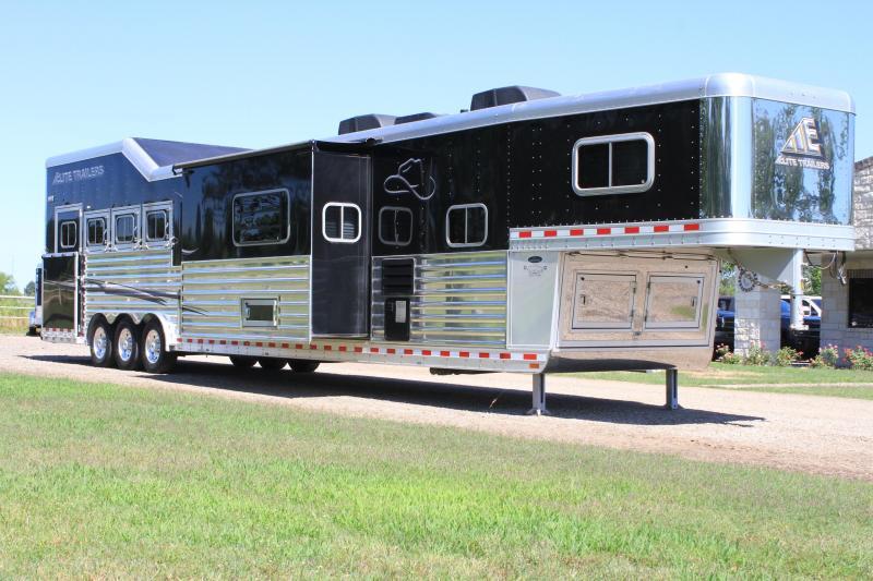 2016 Elite  4 Horse 20ft Living Quarter with Slide Out