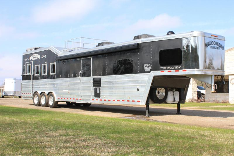 2017 Bloomer 4 Horse 18' Lq Slide -Out