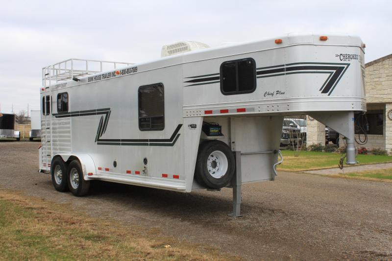 2000 Cherokee  2 Horse with 7' Ft Living Quarter