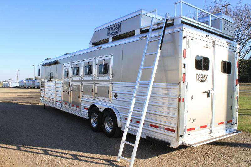 2017 Logan Coach 4 Horse Side Load 12ft LQ with Slide