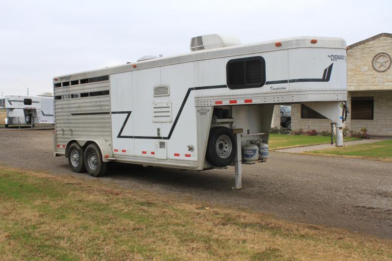2002 Cherokee  3 Horse with Weekend Package LQ