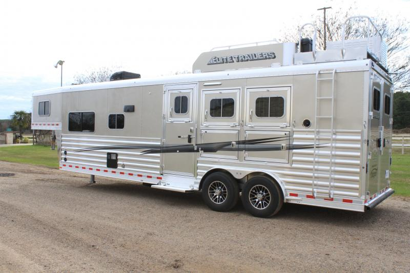 2021 Elite Trailers 3 Horse 12.8ft Living Quarter with Generator Horse Trailer