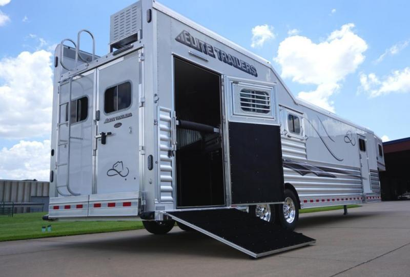 2020 Elite Trailers 4 Horse 13.8ft Shortwall Side Load Horse Trailer