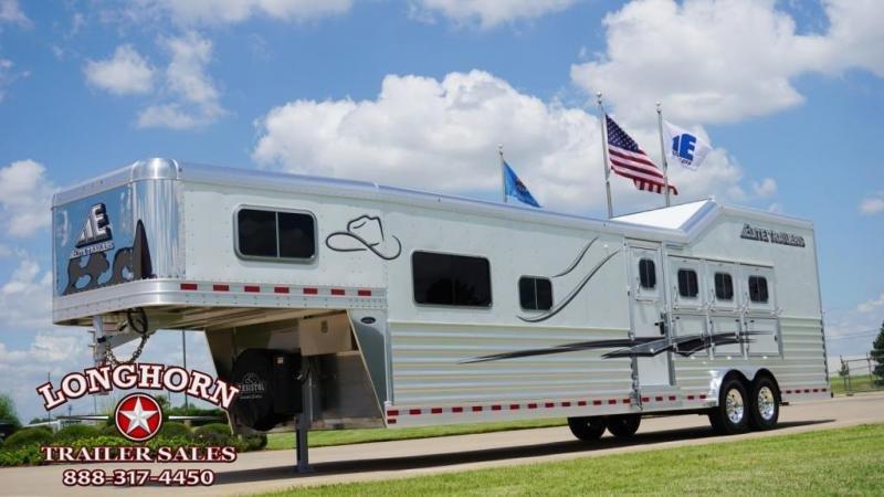 2022 Elite Trailers 4 Horse 13.8ft Shortwall Side Load Horse Trailer