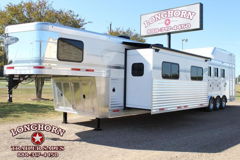2021 SMC  4 Horse 18ft Living Quarter with 12ft Slide