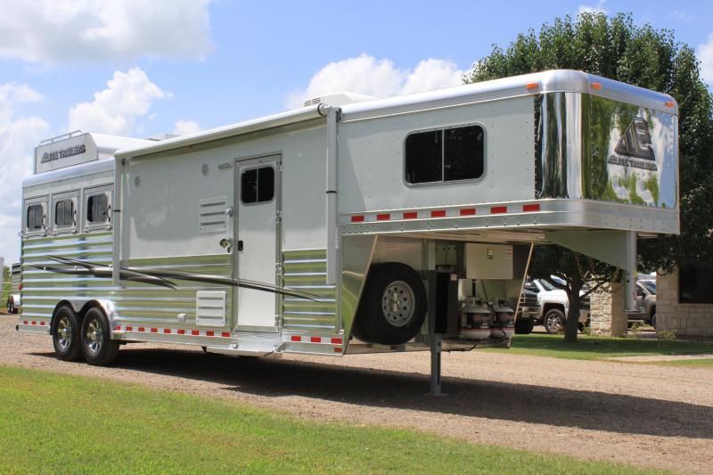 2020  Elite 3 Horse 10.8'' Shortwall with Generator