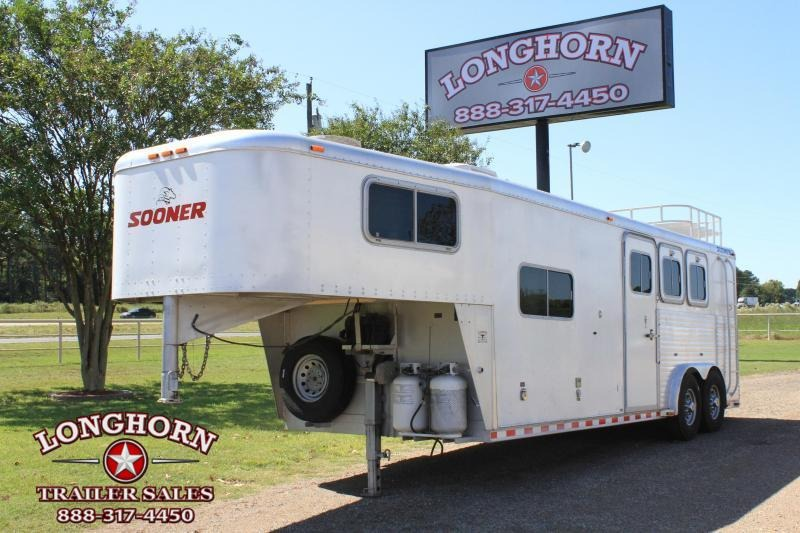 2000 Sooner 3 Horse with 8ft Living Quarter 8ft Wide Horse Trailer