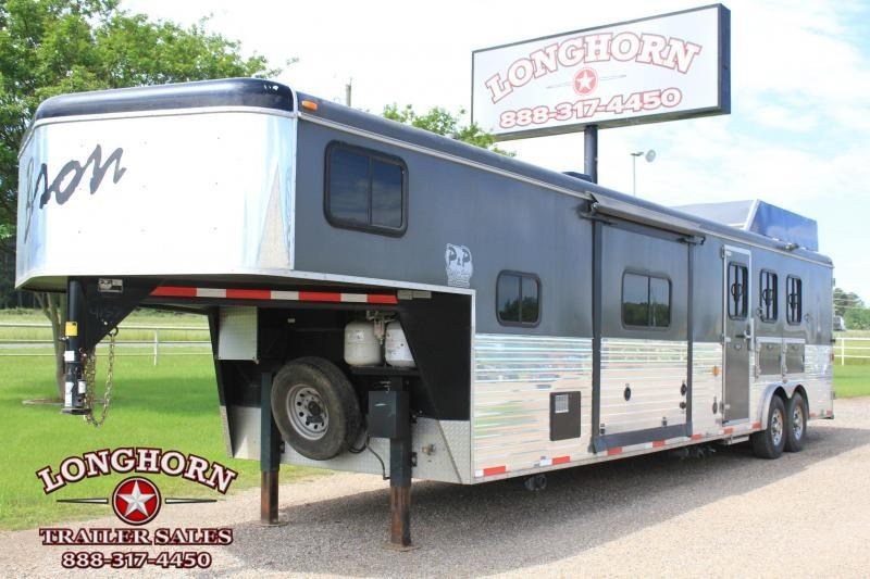 2014 Bison Trailers 3 Horse 15' Lq Slide -out Horse Trailer