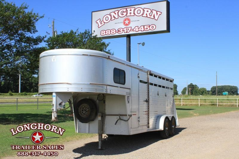 2004 W-W Trailer 3 Horse Gn / Front Dressing Room