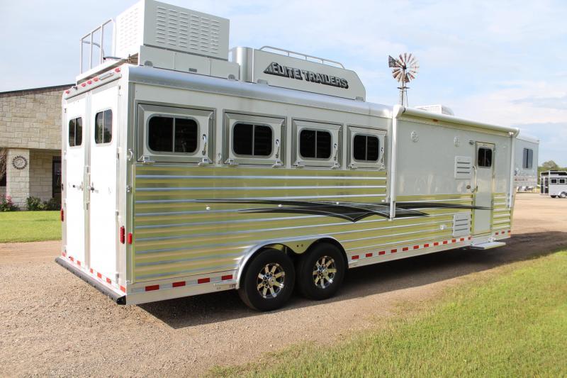 2022 Elite Trailers 4 Horse 10.8ft LQ with Generator Horse Trailer