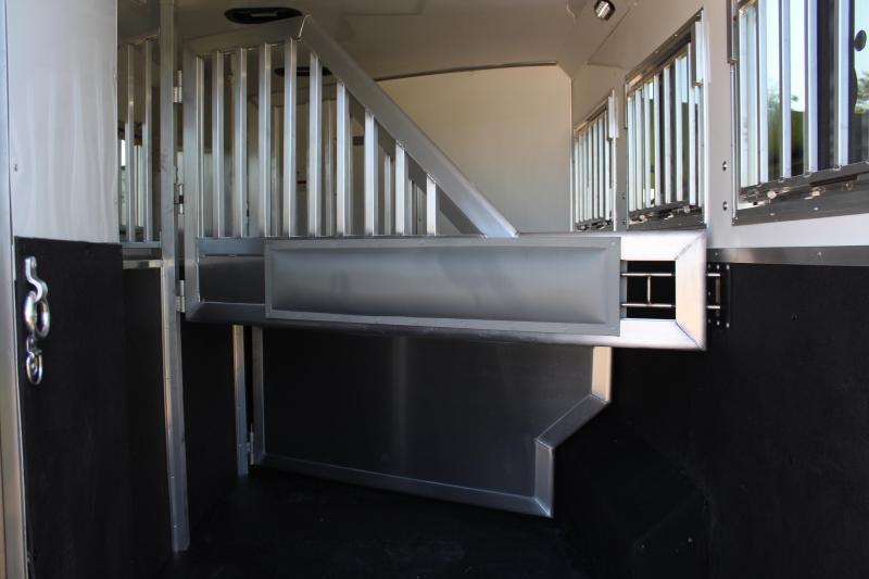 2022 SMC 3 Horse 13ft LQ with Slide and Haypod