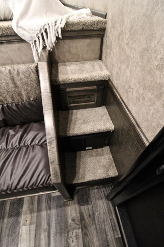 2021 Elite Trailers 3 Horse 10.8ft Living Quarter with Generator Horse Trailer