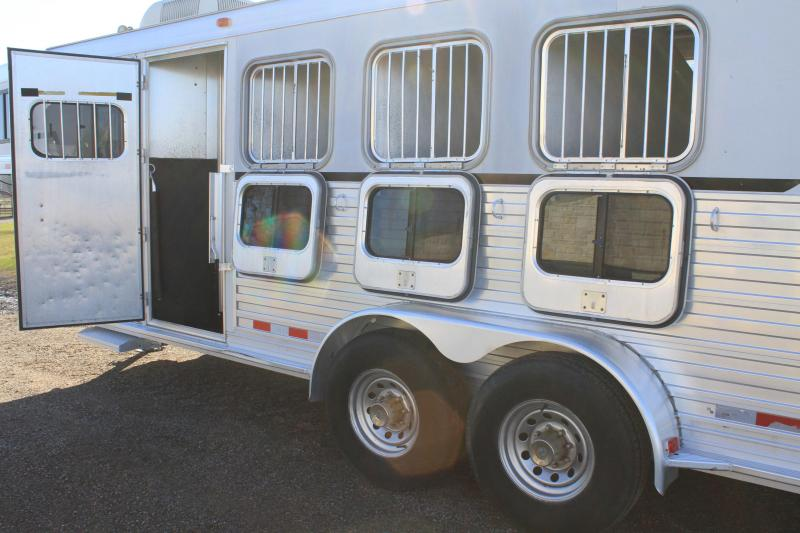 2000 Cherokee  4 Horse with 4' Ft Living Quarter