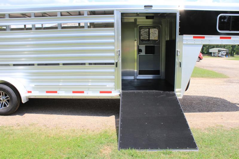 2020 Exiss 21ft Show Cattle with Side Ramp