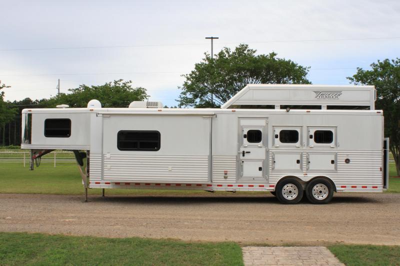 2012 Twister 3 Horse 15ft Living Quarter with Big Slide Out