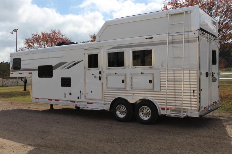 2021 SMC 3 Horse 10ft LQ with Haypod and Generator