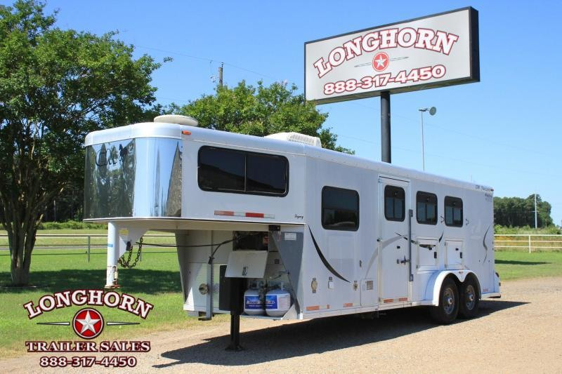 2003 CM 3 Horse with Weekend LQ Horse Trailer