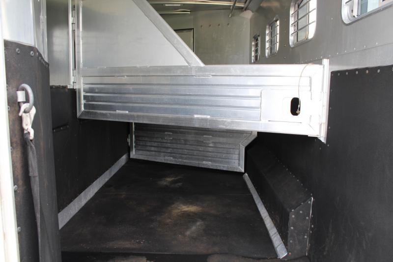 2000 Featherlite  4 Horse  12' Living Quarter