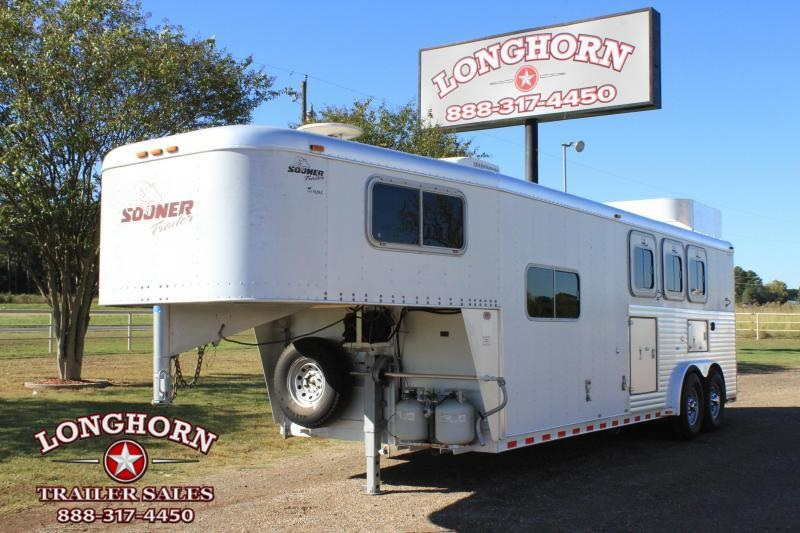 2000 Sooner 3 Horse with 8ft LQ w/ Generator