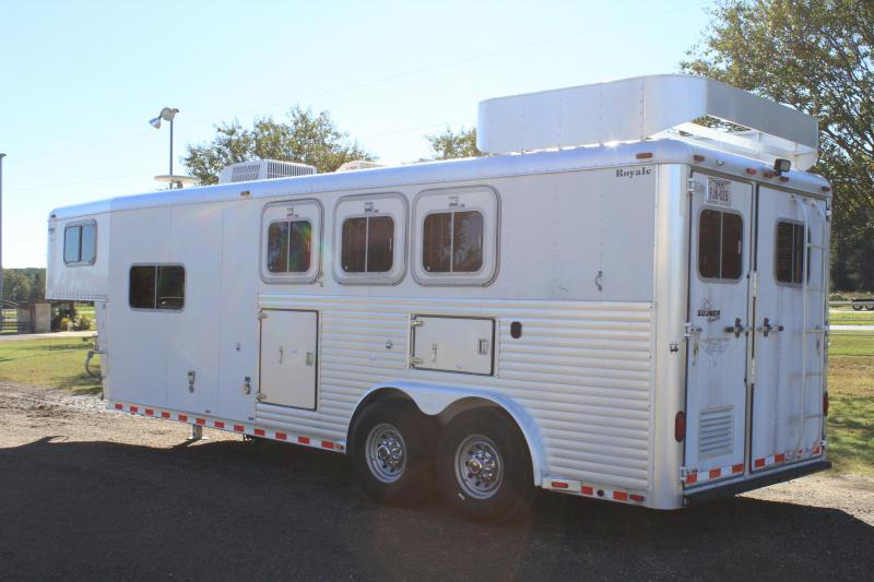2000 Sooner 3 Horse with 8ft LQ w/ Generator