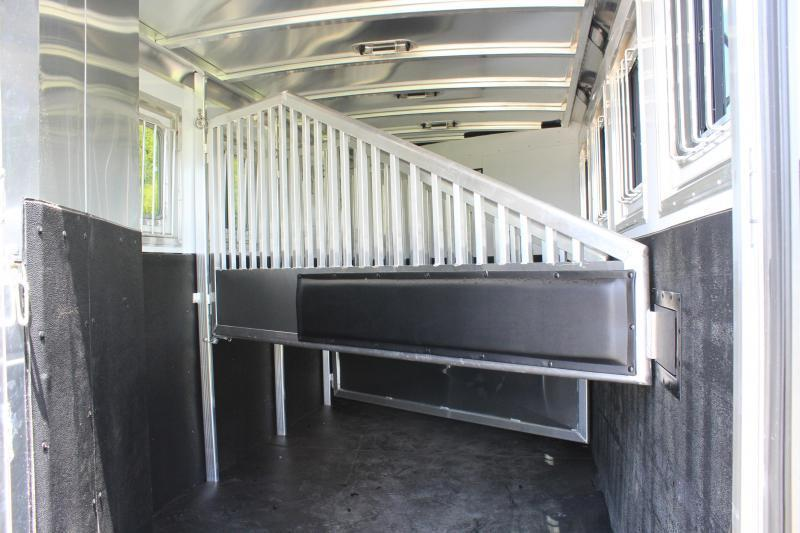 2020 Exiss 4 Horse 8.6ft Shortwall with Hydraulic Jack