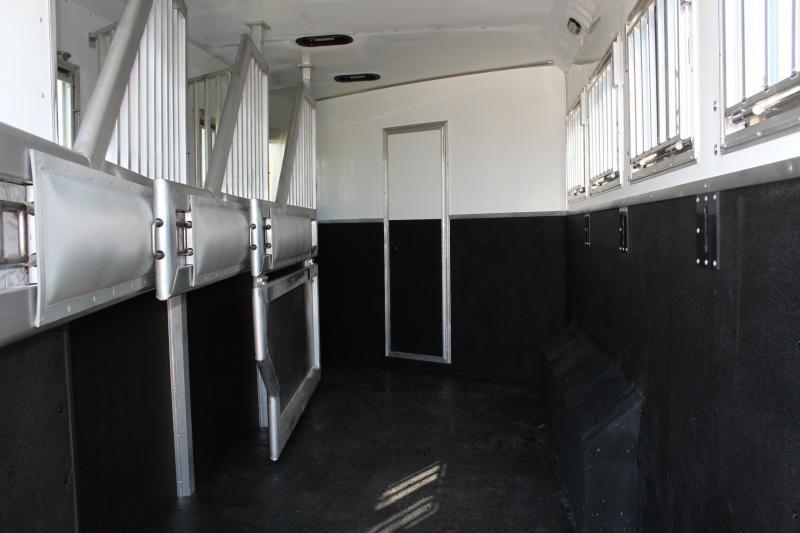 2021 SMC 4 Horse 15ft Living Quarter with U Shape Dinette