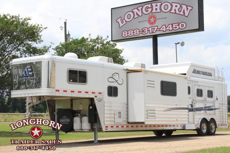 2016 Elite 3 Horse 18ft Custom Living Quarter with Slide Out Horse Trailer