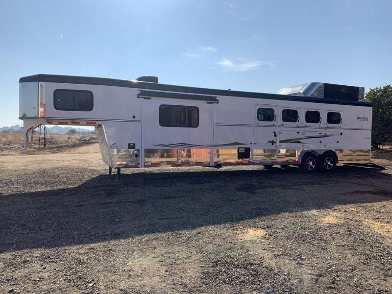 2016 Trails West 4 Horse Aluminum Trailer w/ 13x13 Living Quarters and Slide-Out