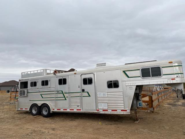 1998 Elite 3 Horse Trailer w/ Living Quarters