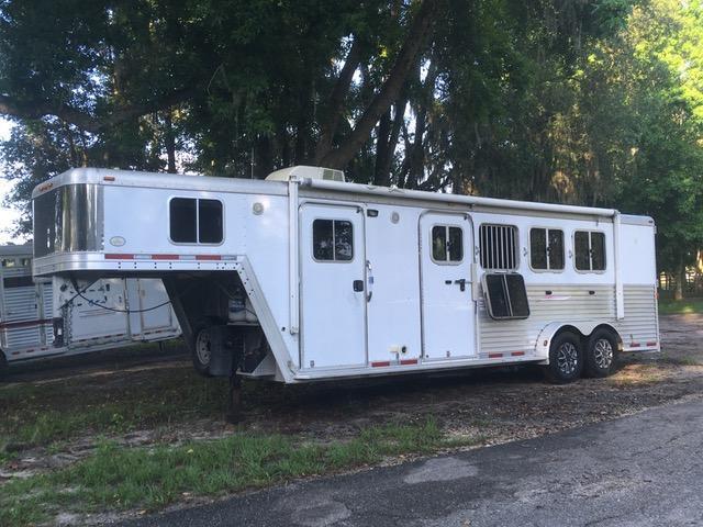 2006 Featherlite 4 Horse Slant Load Trailer w/ 6' SW Living Quarters