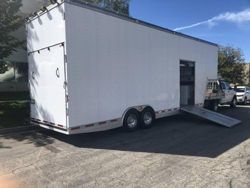 2006 Featherlite Enclosed Aluminum Fifth Wheel Stacker