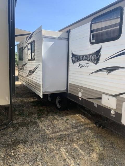 2015 Forest River Wildwood X-Lite Travel Trailer
