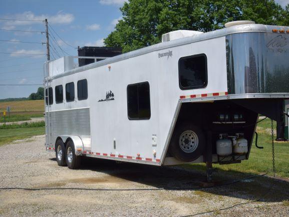 2007 Merhow Equistar 4-Horse Gooseneck Trailer w/ 11' SW Living Quarters