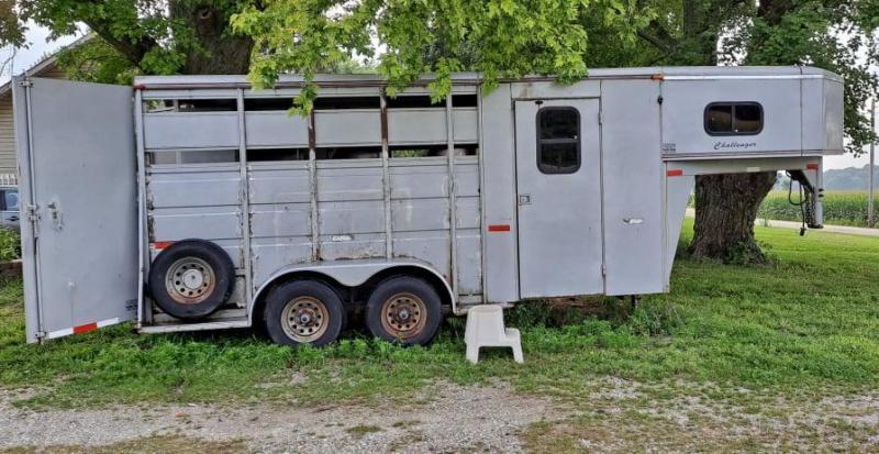 2001 Titan 3 Horse Slant Load Gooseneck Weekender