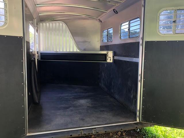 2001 4-Star 2 Horse Extra Large Slant Load Gooseneck w/Dressing Room