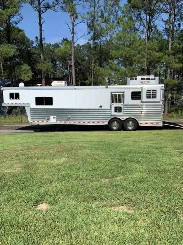 2015 Elite 2 Horse Straight Load w/ Living Quarters and Midtack