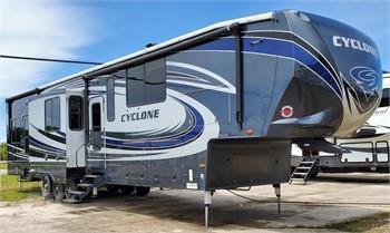 2017 Heartland Cyclone 4250 5th Wheel Toy Hauler