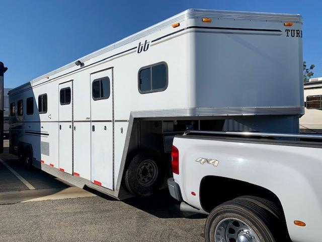 2007 Turnbow 4 Horse Slant Load Trailer w/ 4' SW Dressing Room