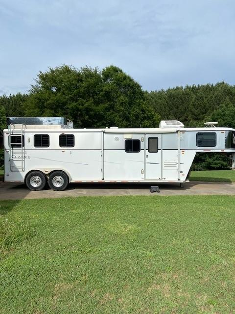 2003 Classic Gold Buckle 3 Horse Trailer w/ 10' Short Wall