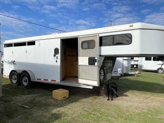 2007 Circle J Trailers 3 Horse Trailer w/ Living Quarters